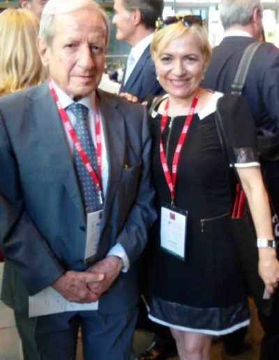 Como congresista invitada en el CEA, Congreso Internacional de Arbitraje, acompañada en la foto por el ex presidente del Tribunal Supremo y del Tribunal Constitucional, Excmo. Sr. Don Pascual Sala (Madrid 2016).