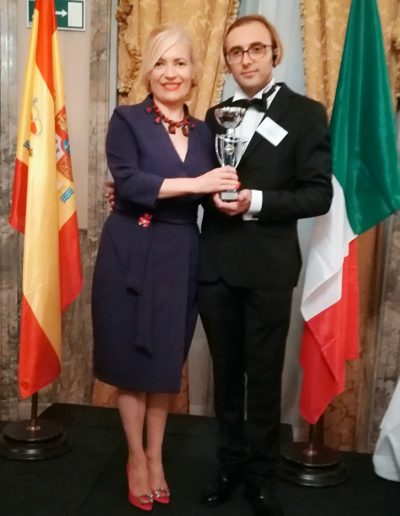 Recibiendo el International Awards de la Foundation Costanza, Italy  a mi trayectoria profesional de manos de su presidente Excmo. Sr. Don Alessandro Costanza. (Hotel Ritz, Madrid, 2017)
