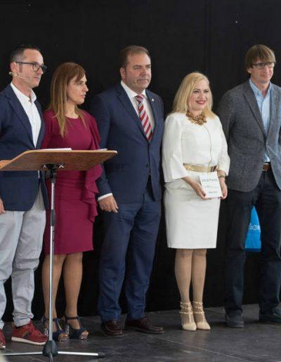 Recibiendo el premio en reconocimiento a mi trayectoria profesional otorgado por la Plataforma Empresarial Unidos 8 de Marzo. (Alicante,  mayo 2018)
