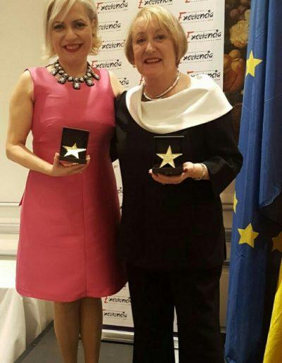Galardonada con la Estrella de Oro a la Excelencia Profesional junto a Yvonne Blake, directora de la Academia Española de Cine, por nuestras trayectorias profesionales. (Madrid, marzo 2017).